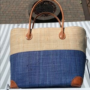 Handbags - 🌸🍃Two toned handwoven tote bag - Boutique NWT🌸